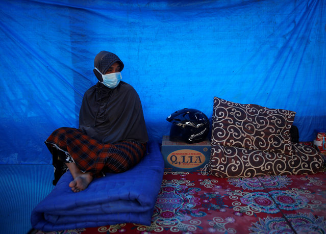 A woman sits in a temporary shelter at a mosque following this week's strong earthquake in Meureudu,  Pidie Jaya, Aceh province, Indonesia December 10, 2016. (Photo by Darren Whiteside/Reuters)