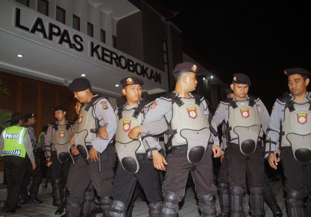 Indonesia policemen stand guard in front of Kerobokan prison before two Australian death row prisoner Myuran Sukumaran and Andrew Chan were transferred to the airport in Denpasar, on the Indonesian island of Bali March 4, 2015. Two convicted Australian drug smugglers were being transferred on Wednesday from a Bali prison to an island for execution along with other foreigners, underlining Indonesia's determination to use the death penalty despite international criticism. The planned executions of Myuran Sukumaran, 33, and Andrew Chan, 31, have ratcheted up diplomatic tensions between Australia and Indonesia following repeated pleas of mercy for the pair, who are among 11 death row convicts scheduled to go before a firing squad.  REUTERS/Zul Edoardo