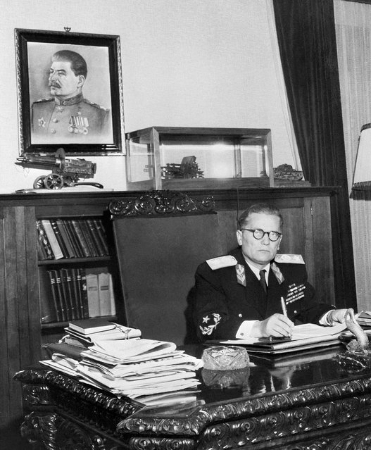 Yugoslav President Marshall Josip Broz Tito poses at his desk under a portrait of General Secretary of the PCUS Joseph Stalin on a picture released in October 1947. Tito broke in 1948 with Soviet leader Stalin and the Cominform, developing Yugoslavia's independent style of communism and general policy of nonalignment. (Photo by AFP Photo)