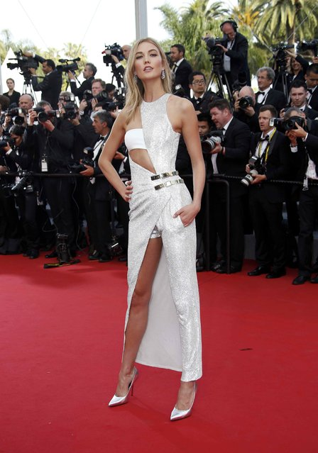 """Model Karlie Kloss poses on the red carpet as she arrives for the opening ceremony and the screening of the film """"La tete haute"""" out of competition during the 68th Cannes Film Festival in Cannes, southern France, May 13, 2015. (Photo by Eric Gaillard/Reuters)"""