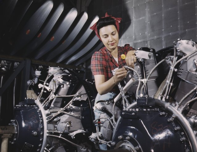 Woman working on an airplane motor at North American Aviation Inc, plant in California, 1942. (Photo by Alfred T. Palmer/Buyenlarge/Getty Images)