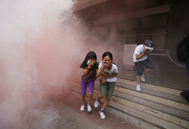 South Korean elementary school students take part in a evacuation exercise as a part of civil defense training in Seoul June 20, 2014. Since the sinking of a ferry that killed hundreds, the training was the biggest safety drill in the country, according to local media. (Photo by Kim Hong-Ji/Reuters)