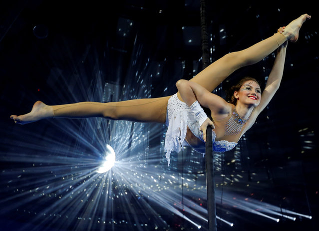 Hungarian pole dancing champion Zsofia Komenda performs during the rehearsal of her unique show on a suspended pole in Budapest's Grand Circus, Hungary, June 17, 2016. (Photo by Laszlo Balogh/Reuters)