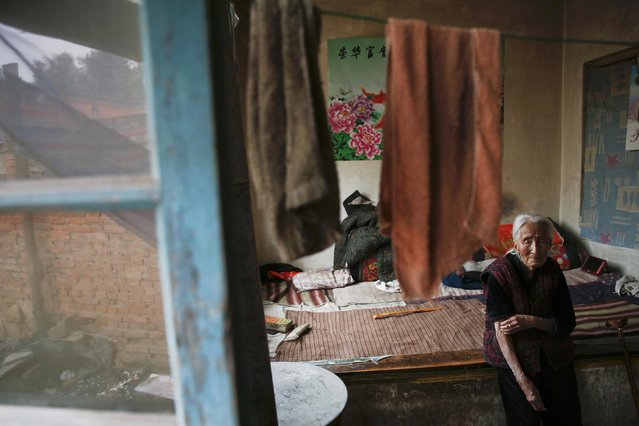 """Chinese former """"comfort woman"""" Hao Juxiang scratches her arm inside her house in Gucheng Town, Shanxi Province, China, July 16, 2015. (Photo by Kim Kyung-Hoon/Reuters)"""