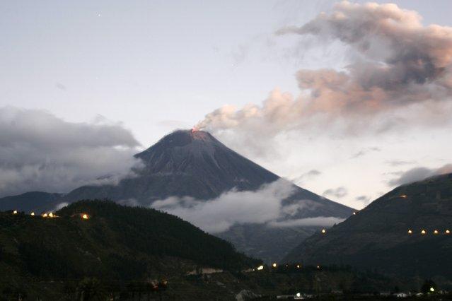 Ecuador's Tungurahua volcano erupts near Banos August 24, 2014. (Photo by Carlos Campania/Reuters)