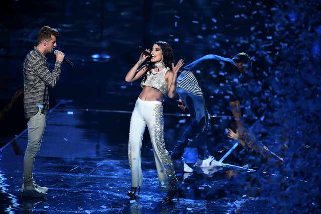 Andrew Taggart and Halsey performs on stage during the 2016 MTV Video Music Award at the Madison Square Garden in New York on August 28, 2016. (Photo by Jewel Samad/AFP Photo)