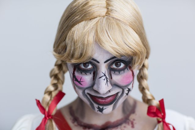 Leslie Reyes attends New York Comic Con dressed as Annabelle from The Conjuring in Manhattan, New York, October 8, 2015. (Photo by Andrew Kelly/Reuters)