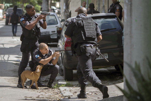 Military policemen take part in an operation at Cidade de Deus favela in Rio de Janeiro, Brazil, on February 01, 2018. (Photo by Mauro Pimentel/AFP Photo)