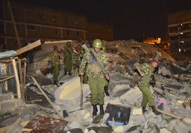 Kenya Para military soldiers search for survivors of a multi-storey building collapse in the capital Nairobi, Kenya Sunday, January 4, 2015. (Photo by AP Photo)