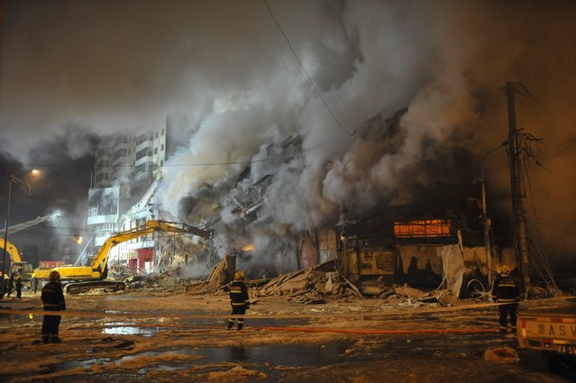 Firefighters battle a fire at a warehouse on January 3, 2015 in Harbin, China. A warehouse in Harbin suddenly collapsed at about 10 p.m. on Friday after nine hours of burning, killing three firefighters and injuring 14 others. (Photo by ChinaFotoPress/Getty Images)