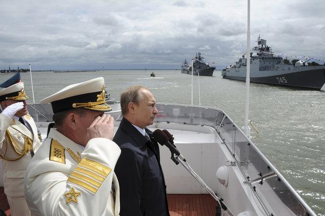 Vladimir Putin takes part in celebrations for Navy Day in Baltiysk, Kaliningrad region, Russia, July 26, 2015. (Photo by Mikhail Klimentyev/Reuters/RIA Novosti/Kremlin)