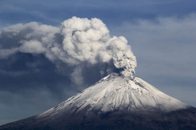 The snow-covered Popocatepetl volcano spews a cloud of steam into the air in Puebla July 9, 2013. (Photo by Imelda Medina/Reuters)