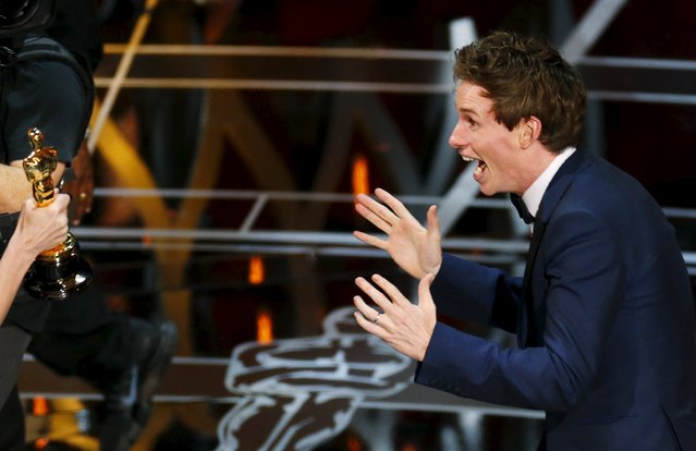 """Actor Eddie Redmayne reacts as he takes the stage to accept the Oscar for best actor for his role in """"The Theory of Everything"""" during the 87th Academy Awards in Hollywood, California, United States February 22, 2015. (Photo by Mike Blake/Reuters)"""