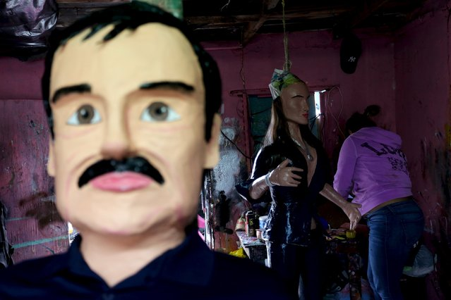 """An artisan works on a pinata depicting Mexican actress Kate del Castillo near other pinata depicting the drug lord Joaquin """"El Chapo"""" Guzman at a workshop in Reynosa, in Tamaulipas state, Mexico, January 13, 2016. (Photo by Daniel Becerril/Reuters)"""