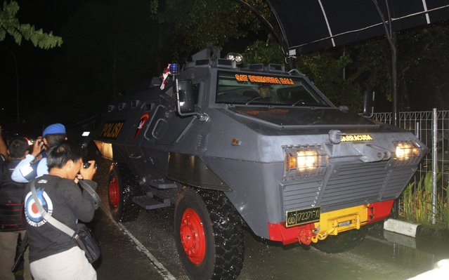An armoured vehicle which is believed to be carrying two Australian death row prisoners, Myuran Sukumaran and Andrew Chan, arrive at Ngurai Rai airport in Denpasar, on the Indonesian island of Bali, March 4, 2015. Two convicted Australian drug smugglers were being transferred on Wednesday from a Bali prison to an island for execution along with other foreigners, underlining Indonesia's determination to use the death penalty despite international criticism. The planned executions of Myuran Sukumaran, 33, and Andrew Chan, 31, have ratcheted up diplomatic tensions between Australia and Indonesia following repeated pleas of mercy for the pair, who are among 11 death row convicts scheduled to go before a firing squad.    REUTERS/Zul Edoardo