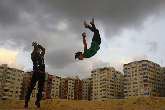 Palestinian youths from Gaza's Free Parkour team, practice their Parkour skills in Gaza City on December 16, 2016. (Photo by Mohammed Abed/AFP Photo)