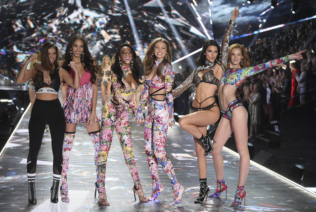 Barbara Palvin, from left, Yasmin Wijnaldum, Winnie Harlow, Gigi Hadid, Kendall Jenner and Alexina Graham walks the runway during the 2018 Victoria's Secret Fashion Show at Pier 94 on Thursday, November 8, 2018, in New York. (Photo by Evan Agostini/Invision/AP Photo)