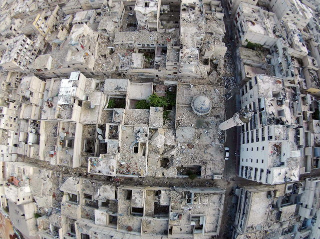 A aerial view shows a damaged mosque and surrounding buildings in the Al-Maysar neighbourhood of Aleppo, April 23, 2015. (Photo by Hosam Katan/Reuters)
