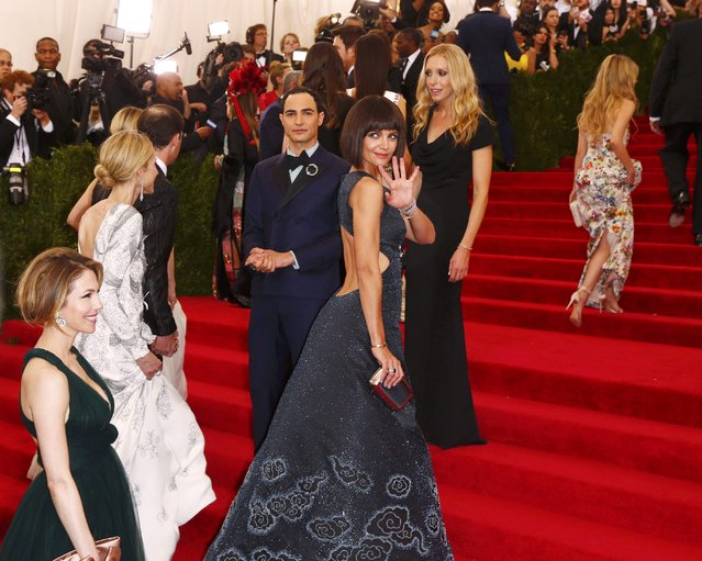 """Katie Holmes waves as she arrives at the Metropolitan Museum of Art Costume Institute Gala 2015 celebrating the opening of """"China: Through the Looking Glass"""" in Manhattan, New York May 4, 2015. (Photo by Lucas Jackson/Reuters)"""