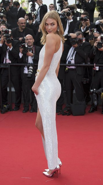 """Model Karlie Kloss poses on the red carpet as she arrives for the opening ceremony and the screening of the film """"La tete haute"""" out of competition during the 68th Cannes Film Festival in Cannes, southern France, May 13, 2015. (Photo by Yves Herman/Reuters)"""