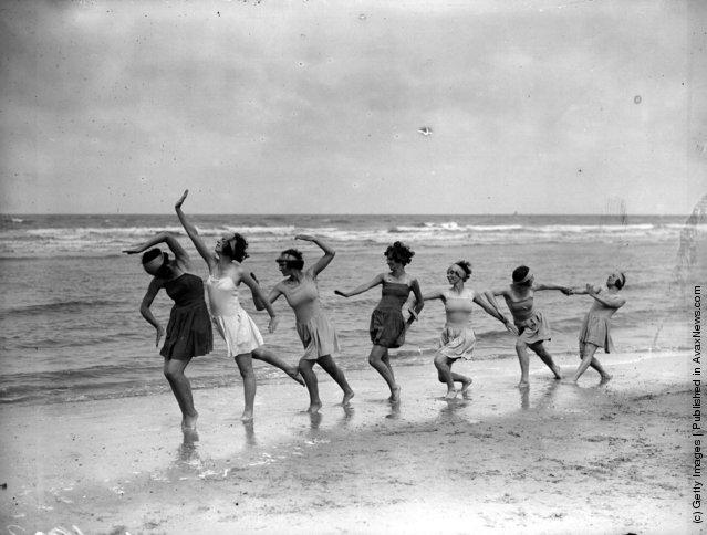 1929: Margaret Morris dancers exercising on the sands at Saint-Idesbald