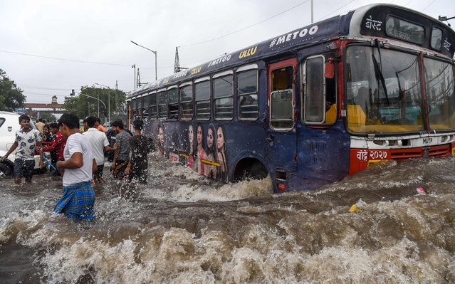 A public bus makes its way on a flooded road after heavy monsoon rains in Mumbai, India on August 4, 2019. (Photo by Indranil Mukherjee/AFP Photo)