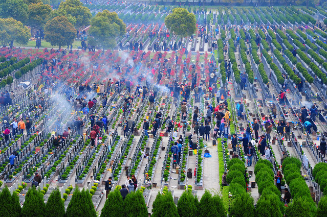 People visit a cemetery during Qingming Festival, also known as Tomb Sweeping Day, in Taicang, Jiangsu province, China, April 4, 2017. (Photo by Reuters/China Daily)