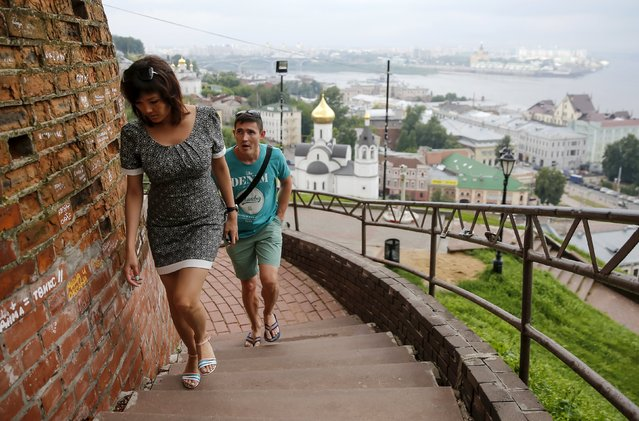 People walk at the Kremlin in the town of Nizhny Novgorod, Russia, July 10, 2015. (Photo by Maxim Shemetov/Reuters)