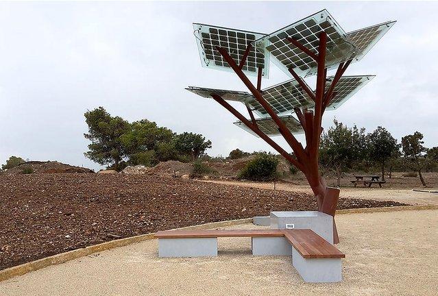 "Solar-Powered Tree ""eTree"" In Israeli"