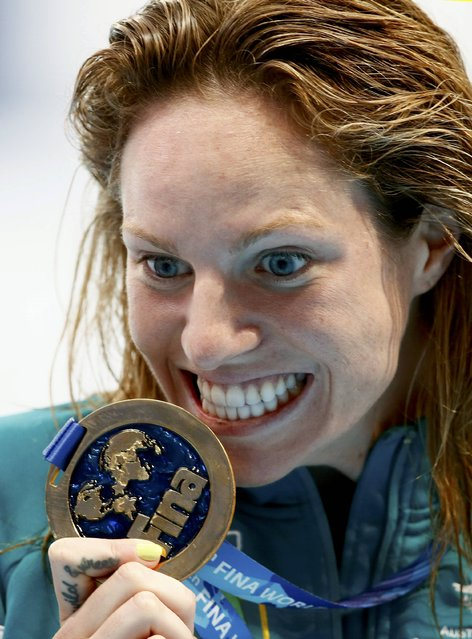 Emily Seebohm of Australia poses with her gold medal after winning the women's 200m backstroke final at the Aquatics World Championships in Kazan, Russia, August 8, 2015. (Photo by Stefan Wermuth/Reuters)