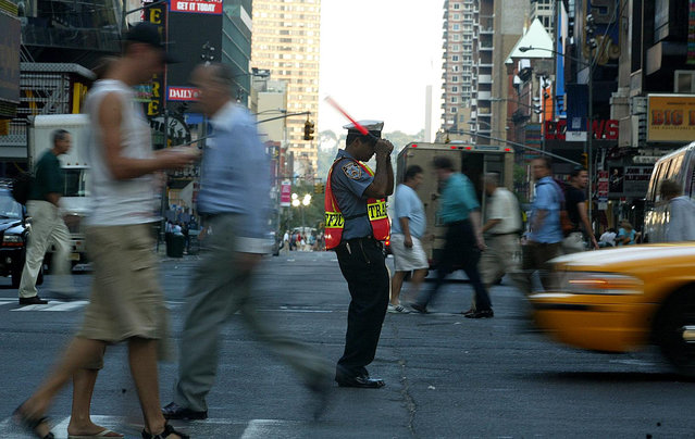 A policeman controls traffic at 42nd Street and 7th Avenue as New York City remains without electricity caused by a blackout that affected the entire city and most of the eastern part of the nation August 15, 2003 in New York, New York. More than 50 million people were affected by the outage, in Toronto, Detroit, Cleveland and New York City. (Photo by Jose Jimenez/Primera Hora/Getty Images)