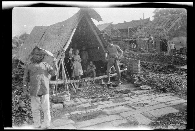 Selling Old Iron. China, Chengdu, 1917-1919. (Photo by Sidney David Gamble)