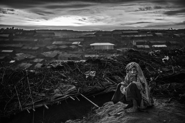 An elderly Rohingya refugees woman sits outside her shelter in the sprawling  Balukali refugee camp on September 22, 2017 in Cox's Bazar, Bangladesh. (Photo by Kevin Frayer/Getty Images)