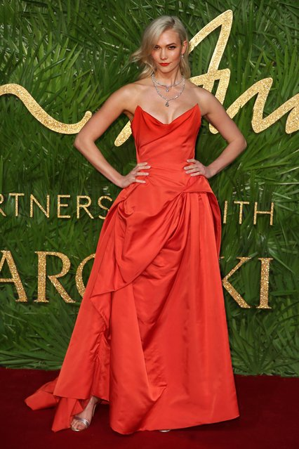 Karlie Kloss poses on the red carpet upon arrival to attend the British Fashion Awards 2017 in London on December 4, 2017. (Photo by Daniel Leal-Olivas/AFP Photo)
