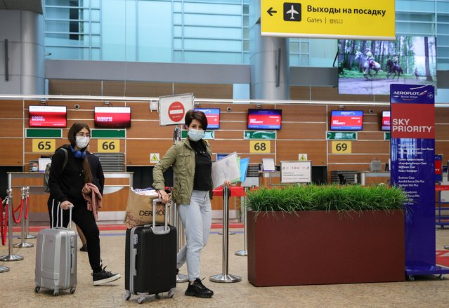 Passengers at Sheremetyevo International Airport in Moscow Region, Russia on September 9, 2020. Russia resumes flights to Egypt suspended earlier to prevent the spread of the COVID-19 coronavirus. Aeroflot - Russian Airlines schedules Moscow-Cairo flights three times a week. (Photo by Sergei Bobylev/TASS)