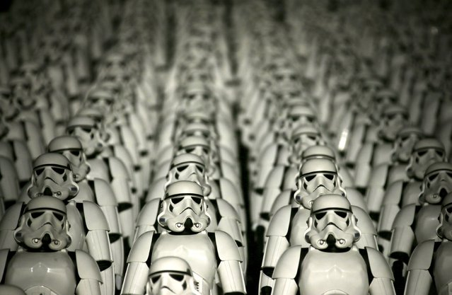 """Five hundred replicas of the Stormtrooper characters from """"Star Wars"""" are seen on the steps at the Juyongguan section of the Great Wall of China during a promotional event for """"Star Wars: The Force Awakens"""" film, on the outskirts of Beijing, China, October 20, 2015. (Photo by Jason Lee/Reuters)"""