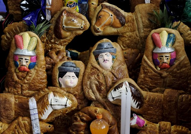 """Tanta Wawas"" (children's bread) is displayed during ""All Saints Day"" celebrations in La Paz, Bolivia, November 1, 2015. Bolivians celebrate All Saints Day by paying homage to their dead ones with a feast of home-baked, doll-shaped breads, fresh fruit coca leaves and flowers, according to local media. (Photo by David Mercado/Reuters)"