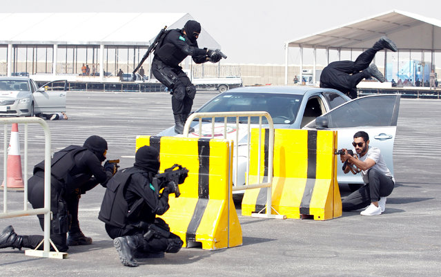 "Saudi Special Guard Forces unit members perform their drill during the month-long GCC joint security exercise ""Arabian Gulf Security 1"" in Manama, Bahrain November 1, 2016. (Photo by Hamad I. Mohammed/Reuters)"