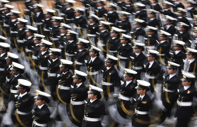 Indian soldiers march during the full dress rehearsal for the Republic Day parade in New Delhi January 23, 2015. (Photo by Adnan Abidi/Reuters)