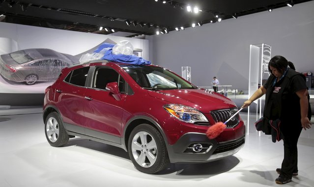 Auto detailer LaKeisha Henry details a 2016 Buick Encore before press days of the North American International Auto Show at Cobo Center in Detroit, Michigan January 9, 2016. (Photo by Rebecca Cook/Reuters)