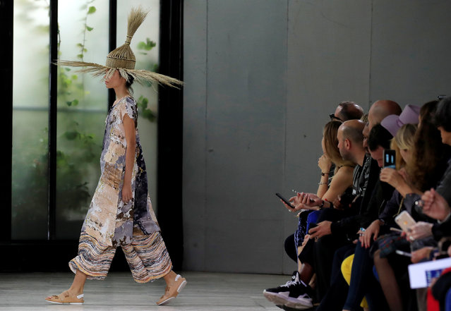 A model presents a creation by Japanese designer Yoshiyuki Miyamae as part of his Spring/Summer 2019 women's ready-to-wear collection show for fashion house Issey Miyake during Paris Fashion Week in Paris, France, September 28, 2018. (Photo by Gonzalo Fuentes/Reuters)