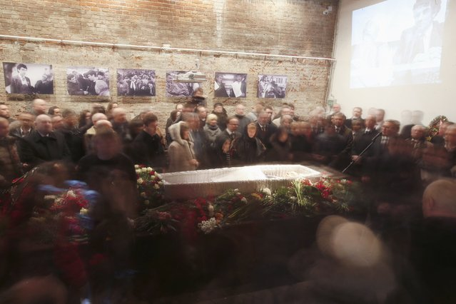 Mourners surround the coffin as they attend a memorial service before the funeral of Russian leading opposition figure Boris Nemtsov in Moscow, March 3, 2015. Several hundred Russians, many carrying red carnations, queued on Tuesday to pay their respects to Boris Nemtsov, the Kremlin critic whose murder last week showed the hazards of speaking out against Russian President Vladimir Putin. REUTERS/Maxim Zmeyev