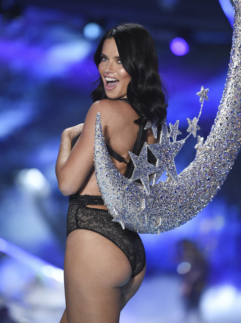 Model Adriana Lima walks the runway during the 2018 Victoria's Secret Fashion Show at Pier 94 on Thursday, November 8, 2018, in New York. (Photo by Evan Agostini/Invision/AP Photo)