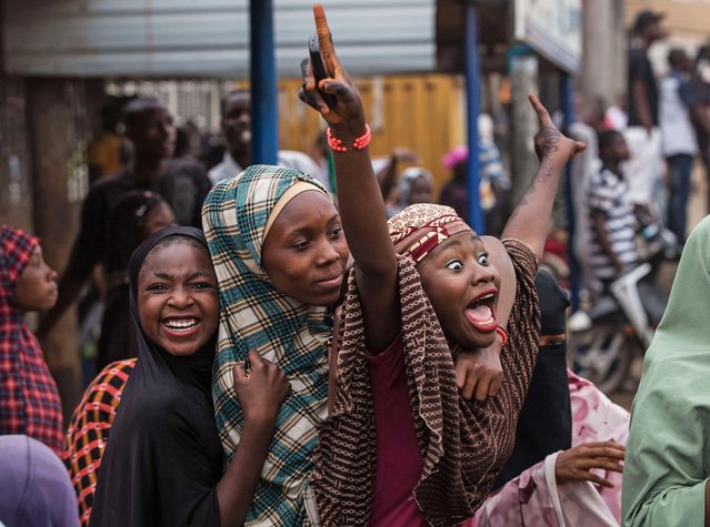 Hundreds of Nigerians celebrate at an intersection in the flashpoint northern city of Kaduna on March 31, 2015 the victory of main opposition All Progressives Congress (APC) presidential candidate Mohammadu Buhari. (Photo by Nichole Sobecki/AFP Photo)