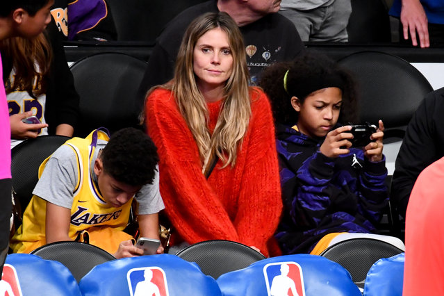 Heidi Klum and her kids Henry Samuel (L) and Lou Samuel attend a basketball game between the Los Angeles Lakers and the Minnesota Timberwolves at Staples Center on January 24, 2019 in Los Angeles, California. (Photo by Allen Berezovsky/Getty Images)