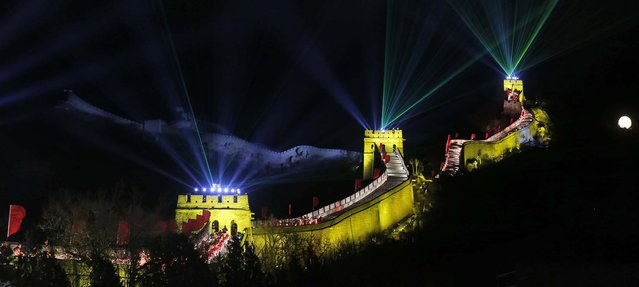 Laser lights shoot from towers during a New Year's Eve countdown to 2014 held at the Great Wall of China in Beijing. (Photo by Ng Han Guan/Associated Press)