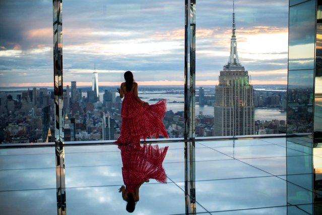 A woman looks at The Empire State Building and the New York Skyline during a preview of SUMMIT One Vanderbilt observation deck, which is spread across the top four floors of the new One Vanderbilt tower in Midtown Manhattan, in New York City, New York, U.S., October 18, 2021. (Photo by Eduardo Munoz/Reuters)
