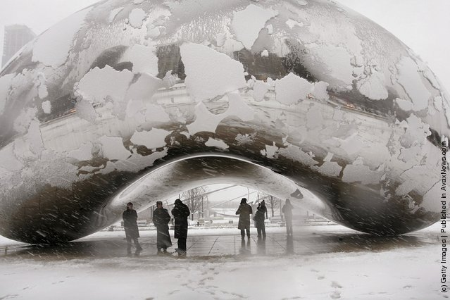 Anish Kapoor's Cloud Gate sculpture