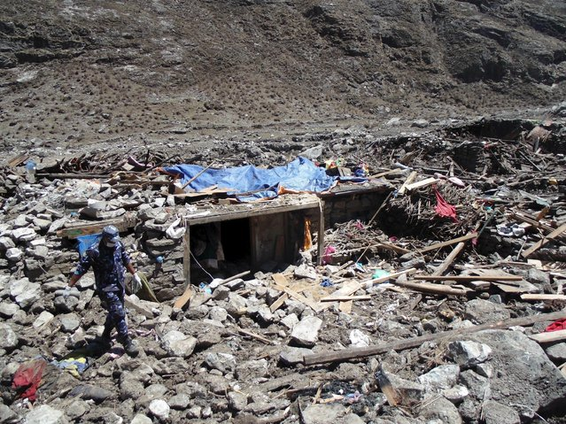 Soldiers search for bodies after a massive avalanche triggered by last week's earthquake overwhelmed Langtang village, Nepal, in this May 2, 2015 police handout photo. (Photo by Reuters)