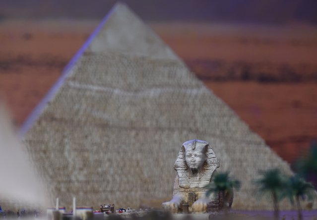 A miniature model of the the Great Pyramid & Sphinx in Egypt, part of Gulliver's Gate, a miniature world being recreated in a 49,000-square-foot exhibit space in Times Square, is seen during a preview April 10, 2017 in New York City. The exhibit will include miniature scale models of well-known sites and places from around the world. A group of artists have created a new 49,000-square-foot exhibit of 300 miniature scenes of landmarks and towns from 50 countries around the world. Called Gulliver's Gate, the exhibit features everything from a tiny replica of the Leaning Tower of Pisa to one of the Beatles strutting across Abbey Road. The $40 million exhibit, which opened on April 6, will be on display until December 30. (Photo by Timothy A. Clary/AFP Photo)